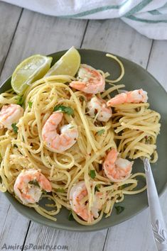 Simple and easy shrimp scampi without wine. Butter, garlic and shrimps are combined with pasta for a bright dinner that everyone will love. #amiraspantry #ItalianRecipes #ShrimpRecipes #WeeknightDinner #QuickDinners #EasyDinner #PastaRecipe #NoWineScampiRecipe