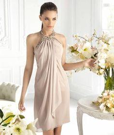 Vestido corto halter en color nude para damas de boda - Foto La Sposa