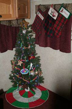 RV Camper Christmas Tree. There are lots of great pictures here for a camper Christmas.