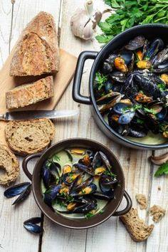 Mosselen uit de Provence met venkel en pastis http://njam.tv/recepten/mosselen-uit-de-provence-met-venkel-en-pastis