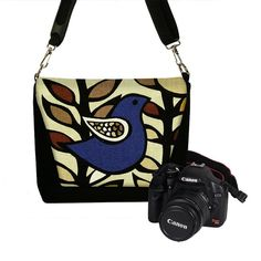 Such a pretty camera bag!  Get that icky Canon outta there and replace it with a Nikon and we're set :)