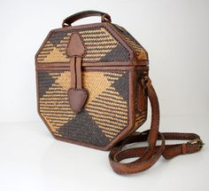 Vintage purse. straw and leather octagon boxy.