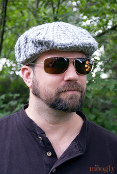 Men's Cabled Golf Cap - free crochet pattern on Moogly!
