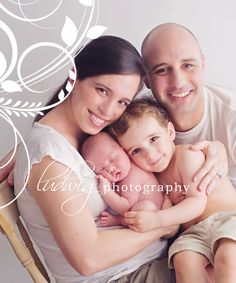 famili pic, newborn family photo, newborn famili, famili pose, snuggl, famili photo