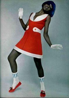 André Courrèges dress for L'Officiel De La Mode, 1969. la mode, lofficiel de, 1969, 1960s fashion, dresses, the dress, andr courreg, andré courrèg, vintage fashion models