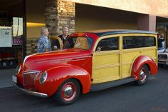1939 Ford Deluxe station wagon - red