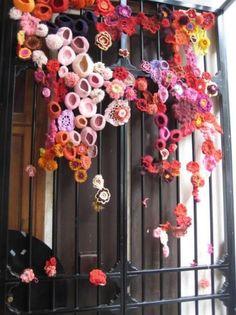 yarn bombing in paris