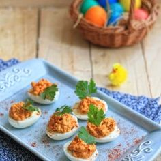 Deviled eggs witch cheddar cheese and smoked paprika (in Polish)