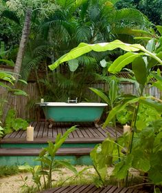 Coolest Hotel Bathtubs: GoldenEye