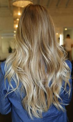 soft waves, love the natural blonde color