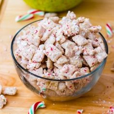 Highly addictive Chex Mix Muddy Buddies with a peppermint holiday twist. Only 4 ingredients! (try with the almond bark variation)