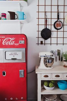More of the Swedish retro kitchen. I could live here.