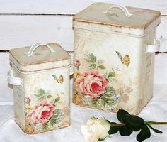 Old tins for a country cottage kitchen
