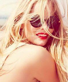 beach waves, summer looks, messy hair, summer beauty, summer hair, sunglass, blond, red lips, beach hair