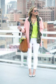 6 Fashion Essentials for Spring #theeverygirl #trends #pastels #neon #metallics #florals #croppedpants #tote @Old Navy