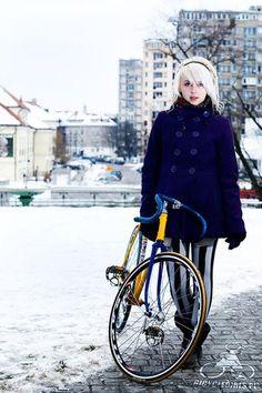 ride, cycle chic, bicycles, bicyclegirl pl, bicycl girl, cape, girl fashion, bike girl, coat