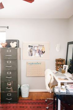 Office Tour With Katie Anderson of Modern Eve (Photography by Matt and Julie Weddings) | theglitterguide.com