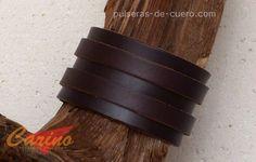 """Pulsera de cuero: marrón oscuro con 2 tiras. Tanto de piel """"fuerte"""", así como """"blanda"""". En total hay 7 colores: elija! en http://www.pulseras-de-cuero.com"""