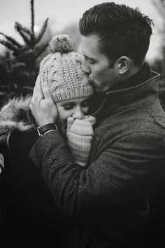 Christmas card photo inspiration // Anniversary shoot by Jamison Elizabeth Photography - Black & White
