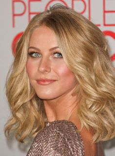 Medium Wavy Blonde Hairstyles ~ http://wowhairstyle.com/top-celebrities-medium-blonde-hairstyles/