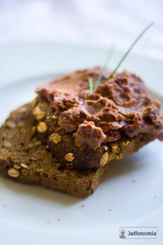 jadłonomia • przepisy wegetariańskie: Co do chleba? Pasta z czerwonej fasoli