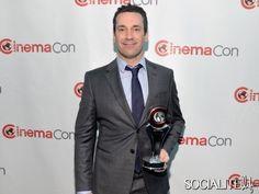 Jon Hamm Accepts An Award At CinemaCon, No Sign Of His Bulge
