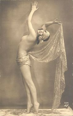 Vintage pin-up, by Alfred Noyer, 1920s