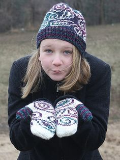 Ravelry: Winter Paisley Mittens pattern by Lisa Kereliuk