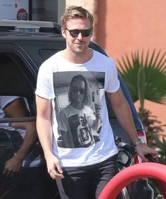 Ryan Gosling wearing a T-shirt of Macaulay Culkin wearing a T-shirt of Gosling wearing a T-shirt of Macaulay Culkin