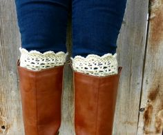 Domestic Bliss Squared: Lacy Scalloped Crochet Boot Cuffs (a free pattern). CUTE CUTE CUTE!! And says a beginner crocheter can pull em off. Handy! scallop boot, free pattern, crochet boot cuffs, free beginner crochet patterns, cuff pattern