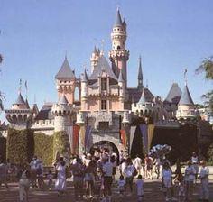 Google Image Result for http://www.castles.org/castles/Europe/Central_Europe/Germany/Neuschwanstein/disney.jpg