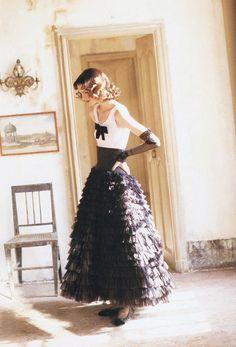 françoi halard, fashion, shalom harlow, queen, dress, ana rosa, francoi halard, shalomharlow, march 1992