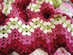 crochet blankets, esther blog, pattern, color schemes, color combos, granni rippl, crochet edgings, flowers, flower afghan