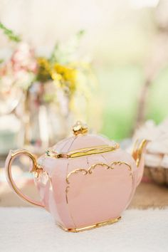love this little pink teapot