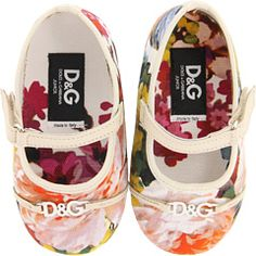 D baby shoes