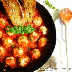 cheese dumplings with tomato sauce