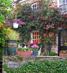 Holywell cottage gardens, England