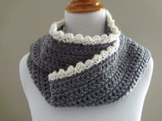 Simple Scalloped Scarf