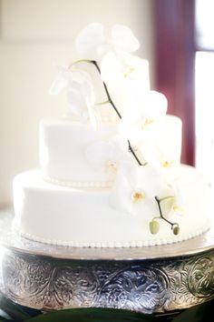 White orchid cake: http://www.stylemepretty.com/california-weddings/santa-barbara/2013/10/23/santa-barbara-bacara-wedding-from-b-schwartz-photography/   Photography: B. Schwartz - http://bschwartzphotography.com/