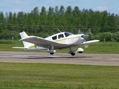 File:Piper PA-28 Cherokee Landing 03.JPG - Wikipedia, the free encyclopedia