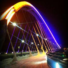 @VikingsFootball @PAKFANVikes @PeteBercich @wobby @andersonj @KFAN1003 Lowry Bridge in Minneapolis lit up for #Vikings http://twitter.yfrog.com/hsz2lisj