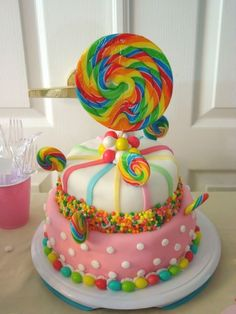 Love the idea of using a big lollipop on top of a cake - the birthday girl would love that!