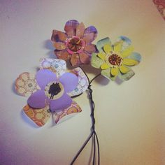 During the spring there are several holidays and events to craft for. There is Easter, Mother's Day, and plenty of birthdays. If you're Mom or a teacher to little kids, the spring the one of the best seasons to teach your little ones how to create not just crafts, but handmade gifts as well. Here are two great options that you can create with your kids.