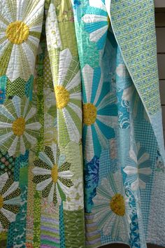 """""""Pushing Up Daisies"""", 67"""" by 85"""", by Marit at Quilt-It. Dresden plates quilt inspired by Kathy Doughty's garden party quilt from her book, Making Quilts."""