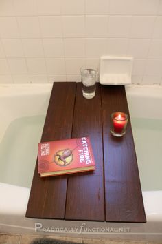 bathtub shelf from a reclaimed pallet