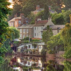 Knaresborough is a historic market and spa town in North Yorkshire, England, located on the River Nidd. How perfectly quaint!!