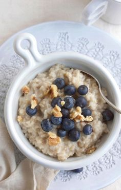 Good Eats: 7 No-Cook Dorm Friendly Meals {blueberry oatmeal}