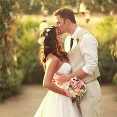 BEST SITE ever for pre/wedding/ and post wedding pictures and ideas!!!!!!!!!