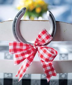 Horseshoe decoration for a viewing party. Festive!