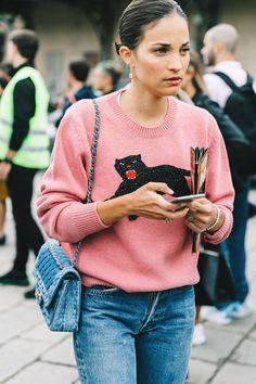 Ayer desfilaba Gucci, as?? que ya sabes lo que eso significa: este street style est?? lleno de los bolsos y los zapatos por los que toda 'fashionista' suspira